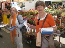 Marie-Liane et Béatrice au marché
