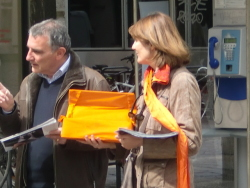 Distribution de tracts rue Félix Poulat mercredi 18 avril