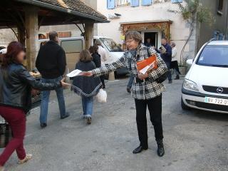 Distribution de tracts à Mens